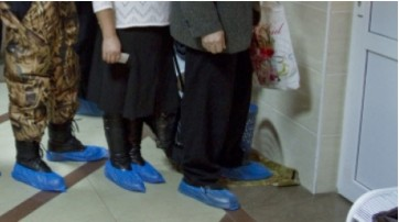 В Курске больницы обязали обеспечивать пациентов бахилами бесплатно